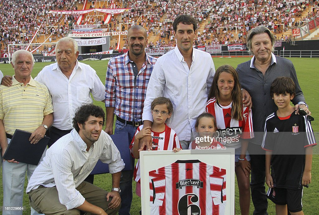 Agustin Alayes received a commemorative plaque for his record in Estudiantes from Juan Sebastian Veron and the executive committee of the club during a match between Estudiantes and Tigre as part of the 2013 Final Tournament on February 9, 2013 in La Plata, Argentina.
