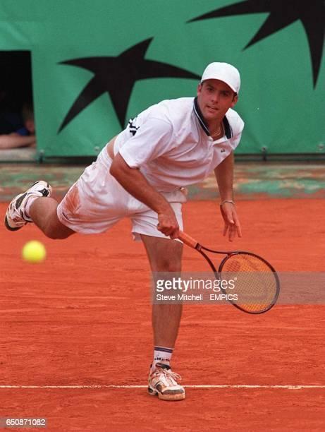 Agustin Calleri in action against Andrei Medvedev
