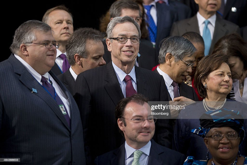 Agustin Carstens governor of the Bank of Mexico from left Joe Oliver Canada's finance minister and Zeti Akhtar Aziz governor of the Bank Negara...