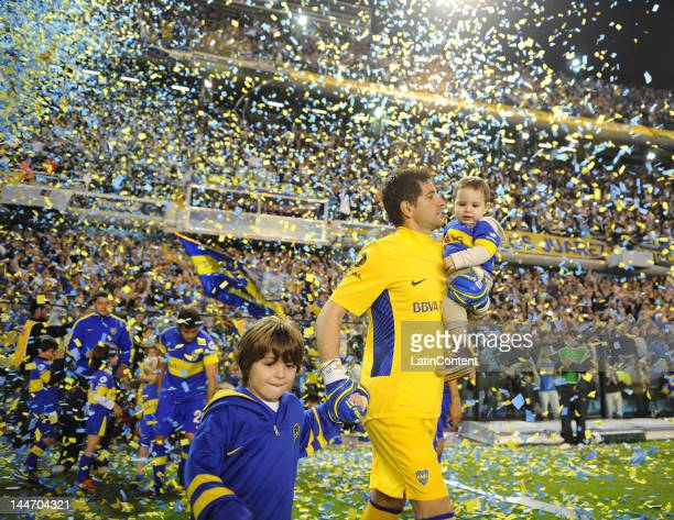 Agustin Orion enters the field prior to the match between Boca and Fluminense as part of the 2012 Copa Libertadores Quarterfinals at La Bombonera...