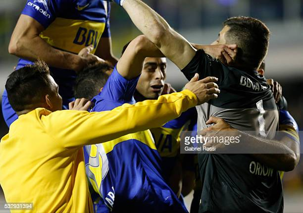Agustin Orion goalkeeper of Boca Juniors celebrates with his teammates after winning a second leg match between Boca Juniors and Nacional as part of...