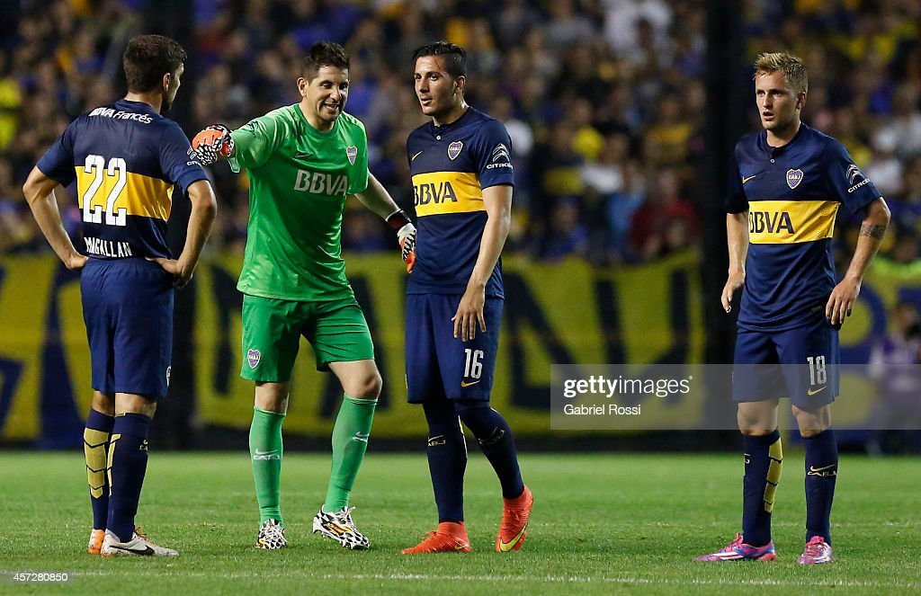 <a gi-track='captionPersonalityLinkClicked' href=/galleries/search?phrase=Agustin+Orion&family=editorial&specificpeople=2498311 ng-click='$event.stopPropagation()'>Agustin Orion</a>, goalkeeper of Boca Juniors gives instructions to his teammates Lisandro Magallán (#22), Gonzalo Castellani (#16) and Nicolás Colazo (#18) during a match between Boca Juniors and Deportivo Capiata as part of round of 16 of Copa Total Sudamericana 2014 at Alberto J Armando Stadium on October 15, 2014 in Buenos Aires, Argentina.
