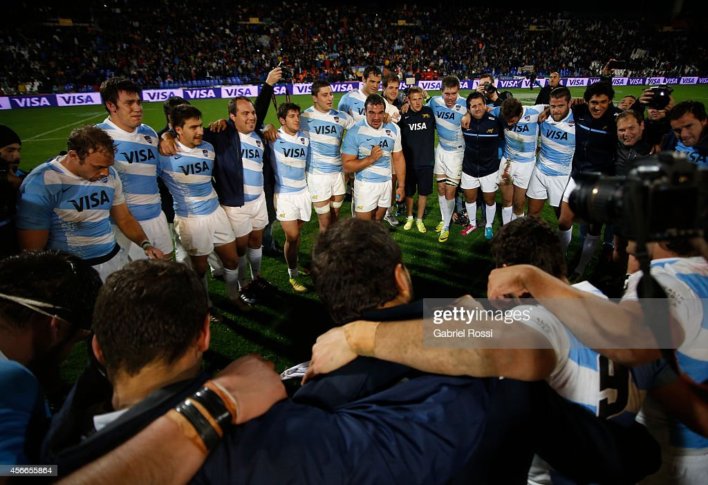 Agustín Creevy captain of Argentina talks to his teammates after winning a match between Argentina Los Pumas and Australia Wallabies as part of The...