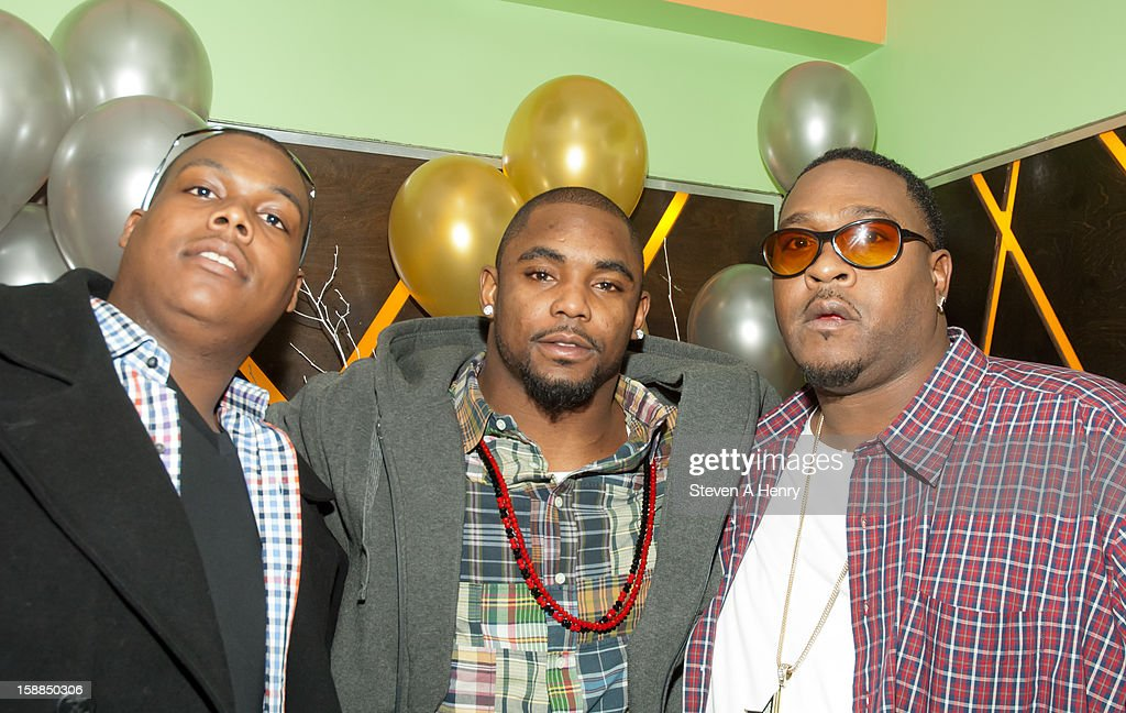 <a gi-track='captionPersonalityLinkClicked' href=/galleries/search?phrase=Ahmad+Bradshaw&family=editorial&specificpeople=2557220 ng-click='$event.stopPropagation()'>Ahmad Bradshaw</a> (C) and his brothers attend New Year's Eve 2013 at Bamboo 52 on December 31, 2012 in New York City.