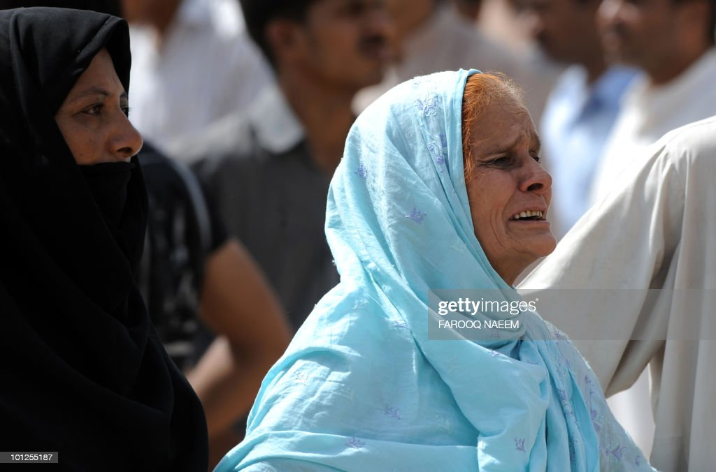 Ahmadi Pakistanis mourn the death of a relative in yesterday's religious attack as burials take place at an Ahmadi graveyard in Rabwa on May 29, 2010, a spiritual centre for the Ahmadi community in Pakistan about 160 kilometre west of Lahore. Victims of deadly May 28 attacks on two Pakistani mosques were buried separately after community members cancelled a mass funeral for more than 80 people, fearing further attacks. AFP PHOTO/Farooq NAEEM