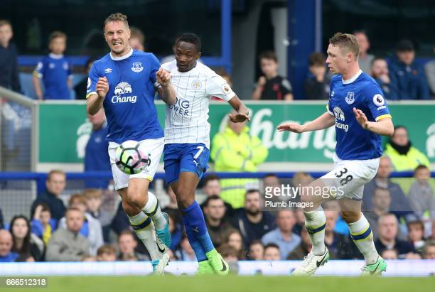 Ahmed Musa of Leicester City in action with Phil Jagielka and Matthew Pennington of Everton during the Premier League match between Everton and...