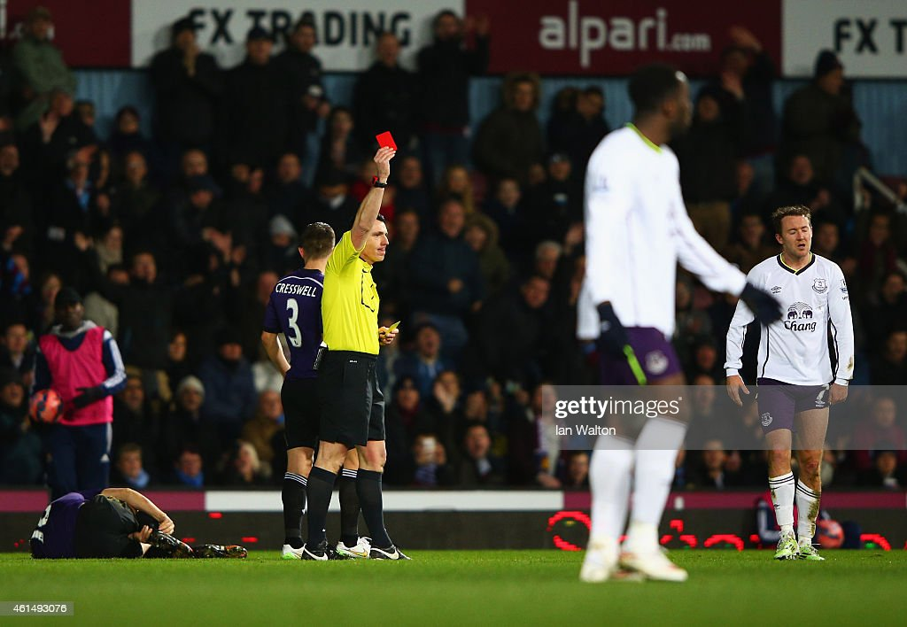 Aidan McGeady of Everton (R) is shown a red card and is sent off by referee Neil Swarbrick after a challenge on <a gi-track='captionPersonalityLinkClicked' href=/galleries/search?phrase=Mark+Noble&family=editorial&specificpeople=844055 ng-click='$event.stopPropagation()'>Mark Noble</a> of West Ham United (L) during the FA Cup Third Round Replay match between West Ham United and Everton at Boleyn Ground on January 13, 2015 in London, England.