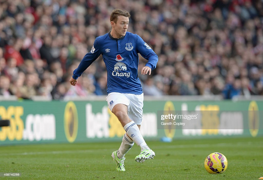 <a gi-track='captionPersonalityLinkClicked' href=/galleries/search?phrase=Aiden+McGeady&family=editorial&specificpeople=713430 ng-click='$event.stopPropagation()'>Aiden McGeady</a> of Everton during the Barclays Premier League match between Sunderland and Everton at Stadium of Light on November 9, 2014 in Sunderland, England.