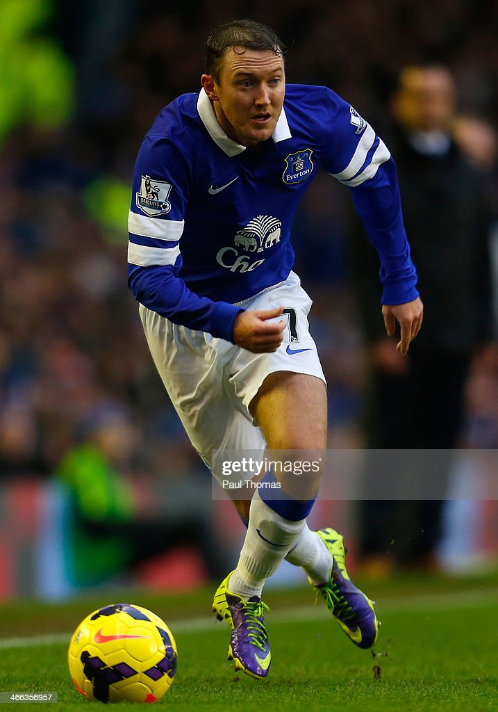 <a gi-track='captionPersonalityLinkClicked' href=/galleries/search?phrase=Aiden+McGeady&family=editorial&specificpeople=713430 ng-click='$event.stopPropagation()'>Aiden McGeady</a> of Everton in action during the Barclays Premier League match between Everton and Aston Villa at Goodison Park on February 1, 2014 in Liverpool, England.