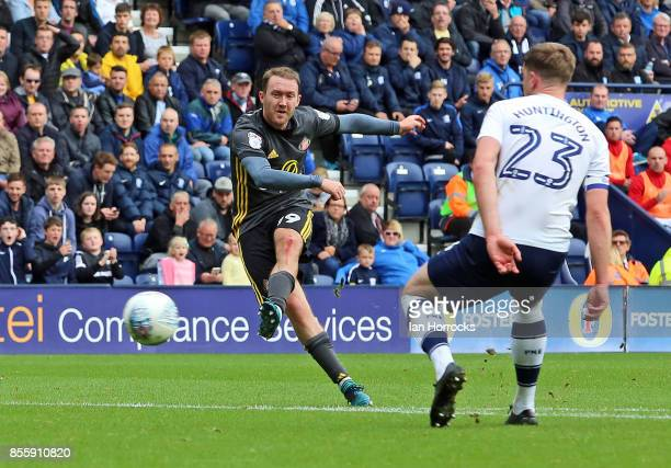 Aiden McGeady of Sunderland scores the second Sunderland goal during the Sky Bet Championship match between Preston North End and Sunderland at...