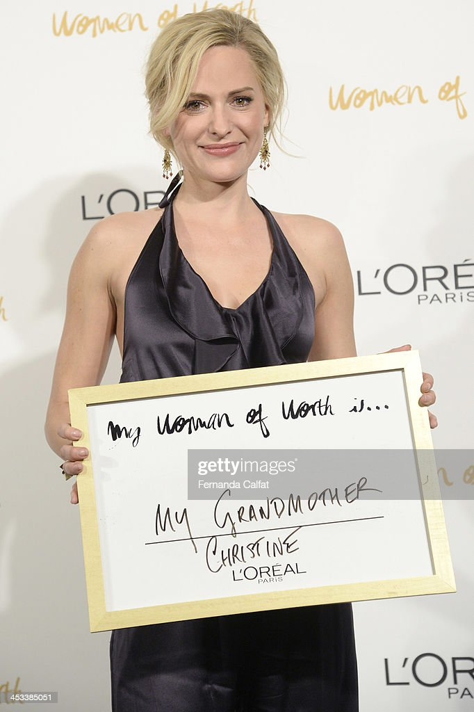 <a gi-track='captionPersonalityLinkClicked' href=/galleries/search?phrase=Aimee+Mullins&family=editorial&specificpeople=650180 ng-click='$event.stopPropagation()'>Aimee Mullins</a> attends L'Oreal Paris' Women of Worth 2013 at The Pierre Hotel on December 3, 2013 in New York City.