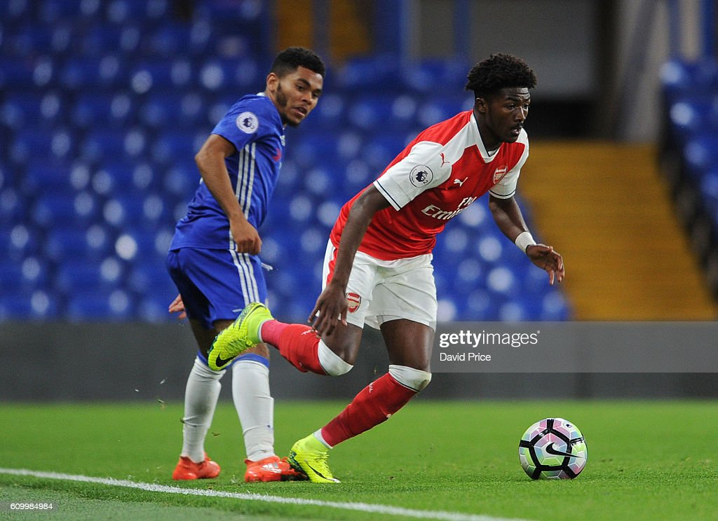 Ainsley Maitland-Niles of Arsenal is challenged by Jay Dasilva of Chelsea during the match between Chelsea U23 and Arsenal U23 at Stamford Bridge on September 23, 2016 in London, England.