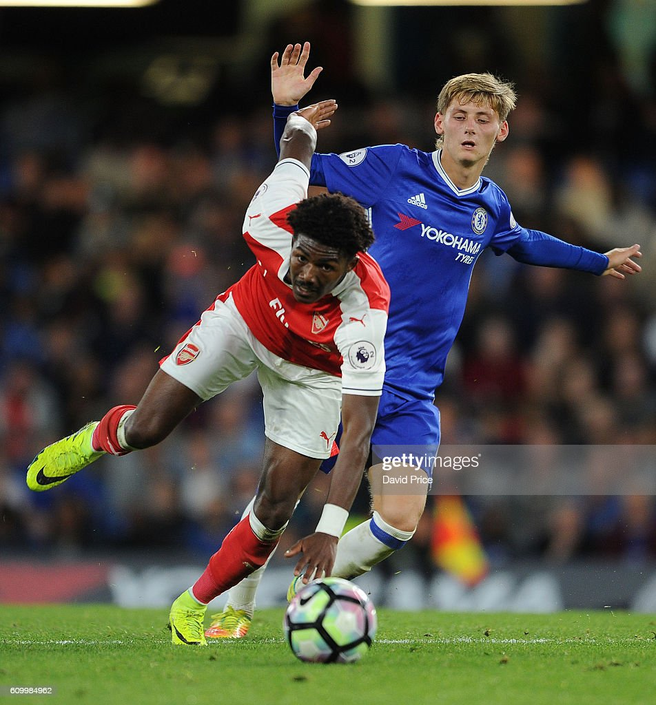 Ainsley Maitland-Niles of Arsenal takes on Kyle Scott of Chelsea during the match between Chelsea U23 and Arsenal U23 at Stamford Bridge on September 23, 2016 in London, England.