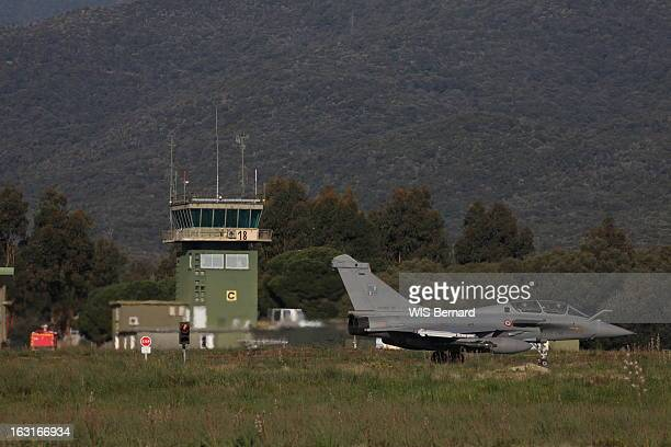 Air Base 126 Of Solenzara Avec les pilotes de la base avant des appareils français engagés dans l'opération internationale contre la Libye à...