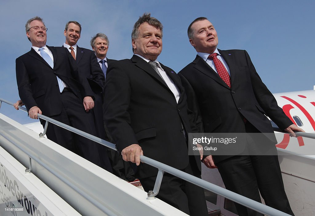 Air Berlin CEO Hartmut Mehdorn poses with oneworld CEO Bruce Ashby American Airlines CEO Tom Horton British Airways CEO Keith Williams and IAG CEO...