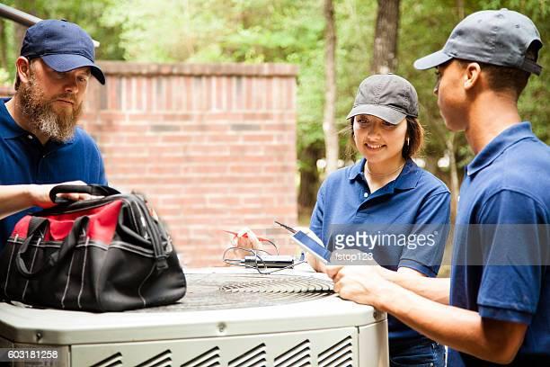 エアコン repairmen 作業をホームユニットです。