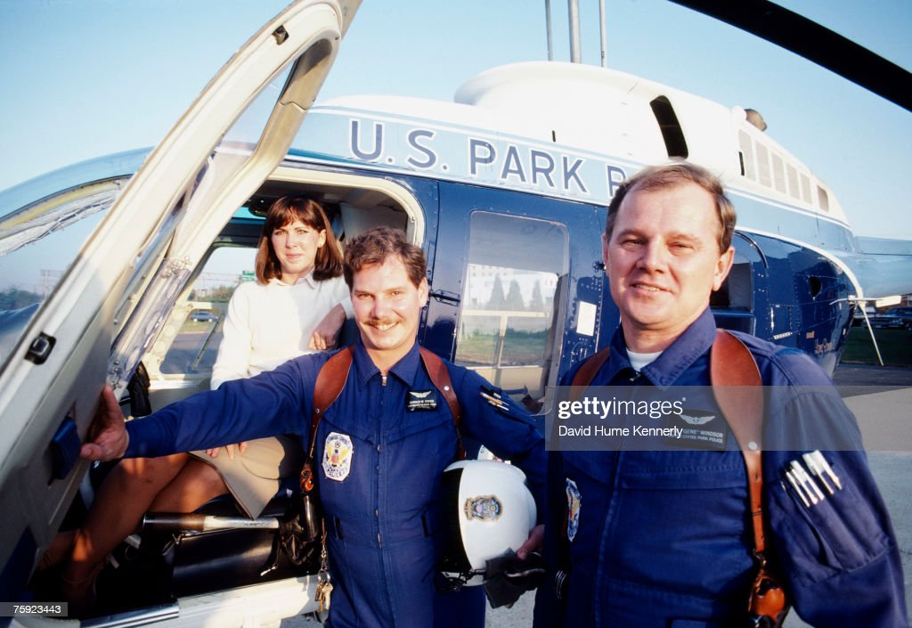 Air Florida Flight 90 survivor Kelly Duncan(L), rescue team Pilot Donald Usher (Center), and Paramedic Melvin Windsor (R) stand in front of a helicopter, November 15, 1982 in Washington, DC.