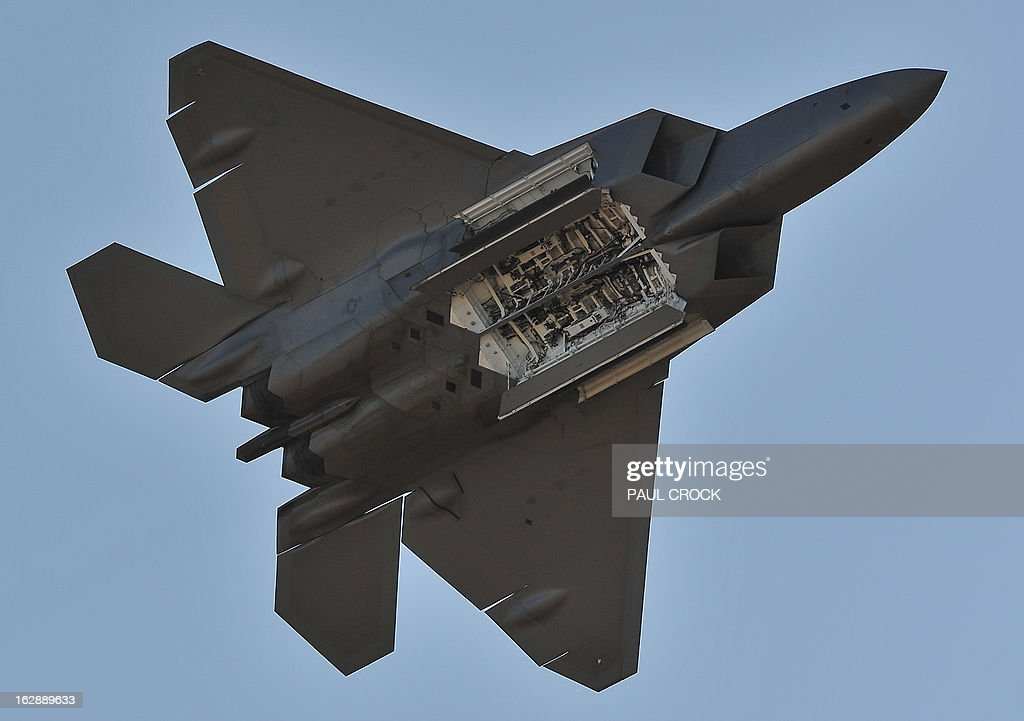 Air Force F-22 Raptor performs during the Australian International Airshow in Melbourne on March 1, 2013. 180,000 patrons are expected through the gates over the duration of the event staged at the Avalon Airfield some 80kms south-west of Melbourne. AFP PHOTO / Paul CROCK