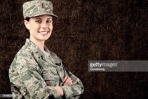 La Fuerza Aérea de los Estados Unidos serie: American Airwoman sonriente