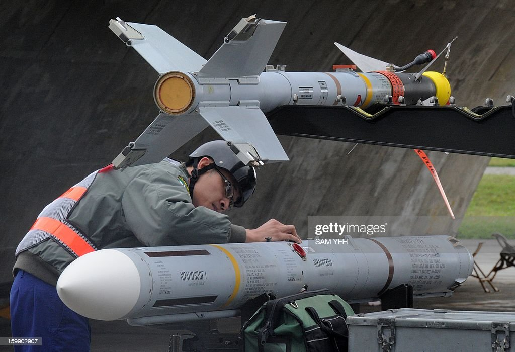 A air force technician checks an AIM-7M Sparrow missile during an airforce demonstation at the eastern Hualien air force base on January 23, 2013. The Taiwan air force demonstrated their combat skills at the Hualien air base during an annual training before the coming lunar new year. AFP PHOTO / Sam Yeh