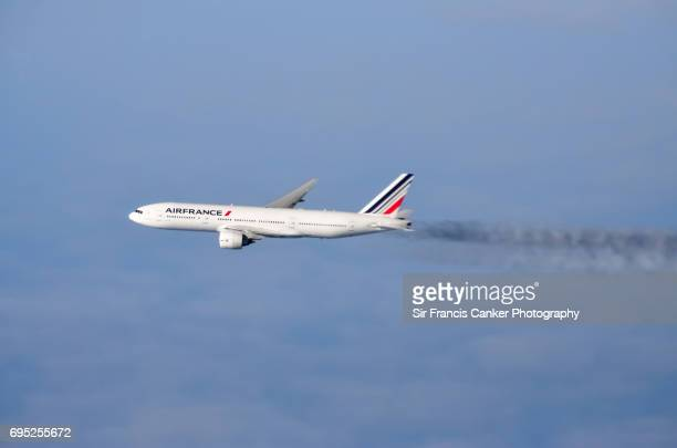 Air France aircraft crossing the Atlantic Ocean at full speed and cruise altitude