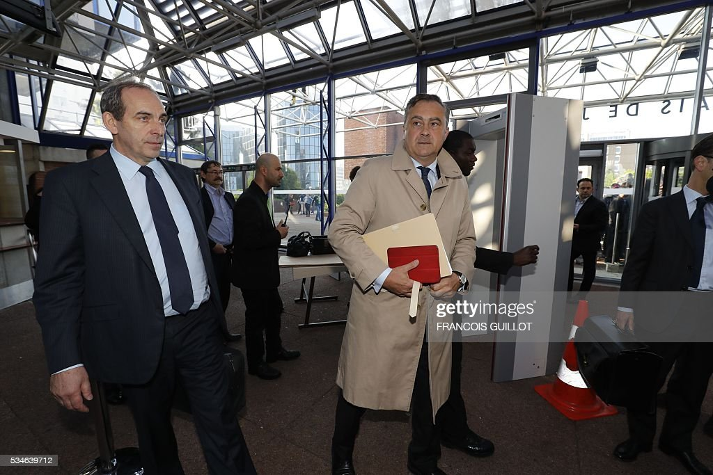Air France's director of Legal Affairs Franck Raimbault (C) arrives to the court of Bobigny, northern Paris on May 27, 2016 for the trial of 15 French CGT union's members judged for the episode of the torn shirt, in full showdown initiated by the union with the government on labor law. On October 5, 2015 under the cries of naked, naked and resignation , the Air France human resources director found himself shirtless, tattered shirt during a protest after the announcement of a restructuring of the airline threatening nearly 3,000 jobs.