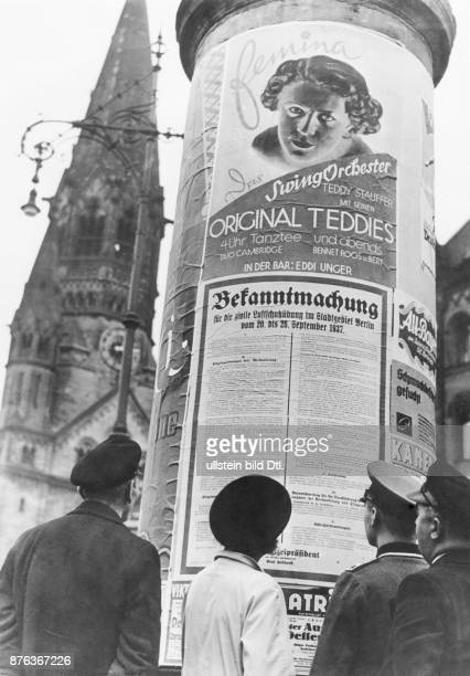 Air Raid Precautions of the Reichsluftschutzbund in Berlin the blackout People at an advertising pillar read the first announcement of the Air Raid...