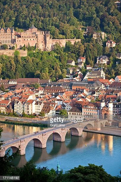 Air Blick auf alte Brücke und Schloss in Heidelberg, Deutschland