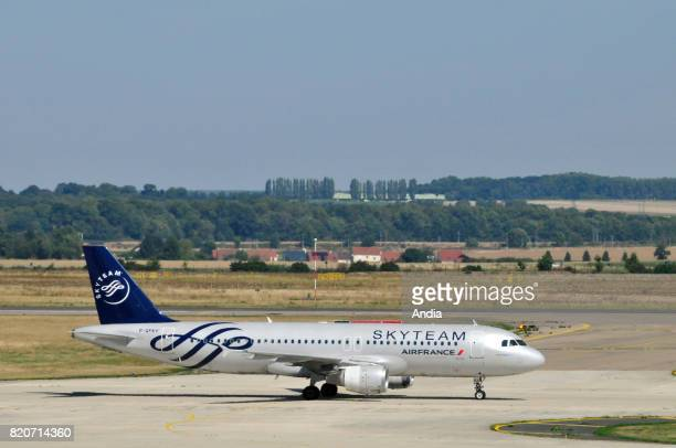 Airbus A320FGFKY belonging to the French airline Air France airline alliance SkyTeam