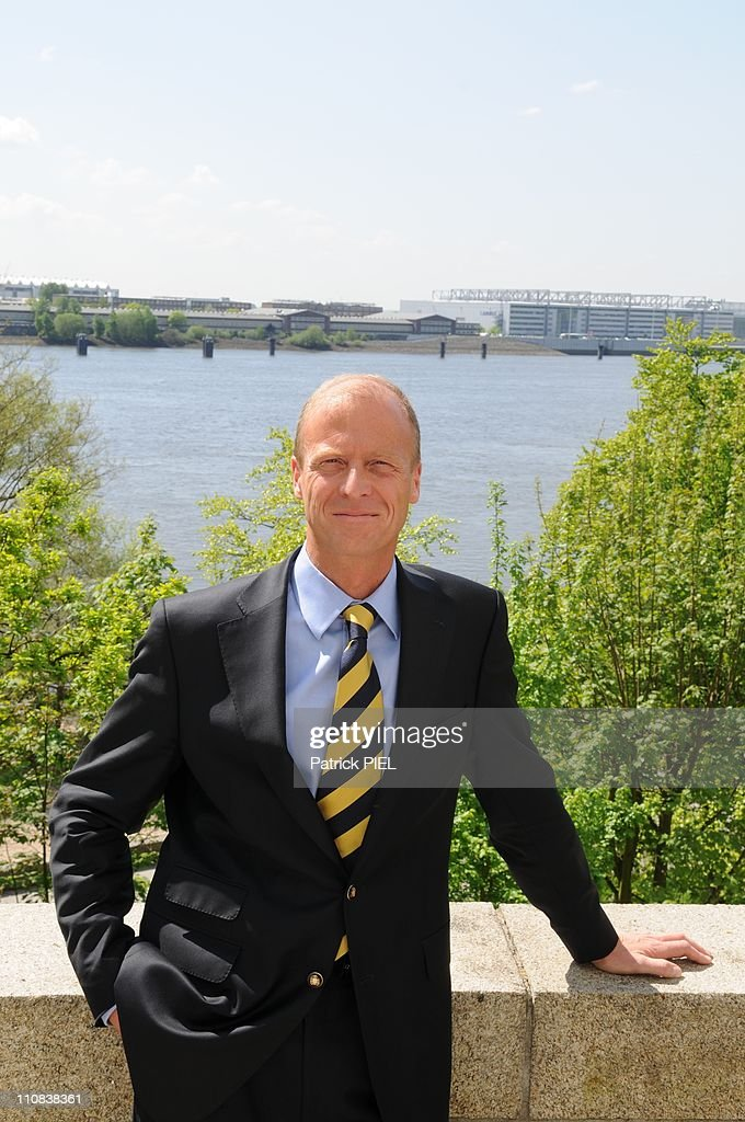 Airbus Ceo <a gi-track='captionPersonalityLinkClicked' href=/galleries/search?phrase=Thomas+Enders&family=editorial&specificpeople=656861 ng-click='$event.stopPropagation()'>Thomas Enders</a> Visits Hambourg'S Manufactory In Hamburg, Germany On May 05, 2008 - Airbus CEO <a gi-track='captionPersonalityLinkClicked' href=/galleries/search?phrase=Thomas+Enders&family=editorial&specificpeople=656861 ng-click='$event.stopPropagation()'>Thomas Enders</a> visits Hambourg's manufactory, Airbus Finkenwerder.