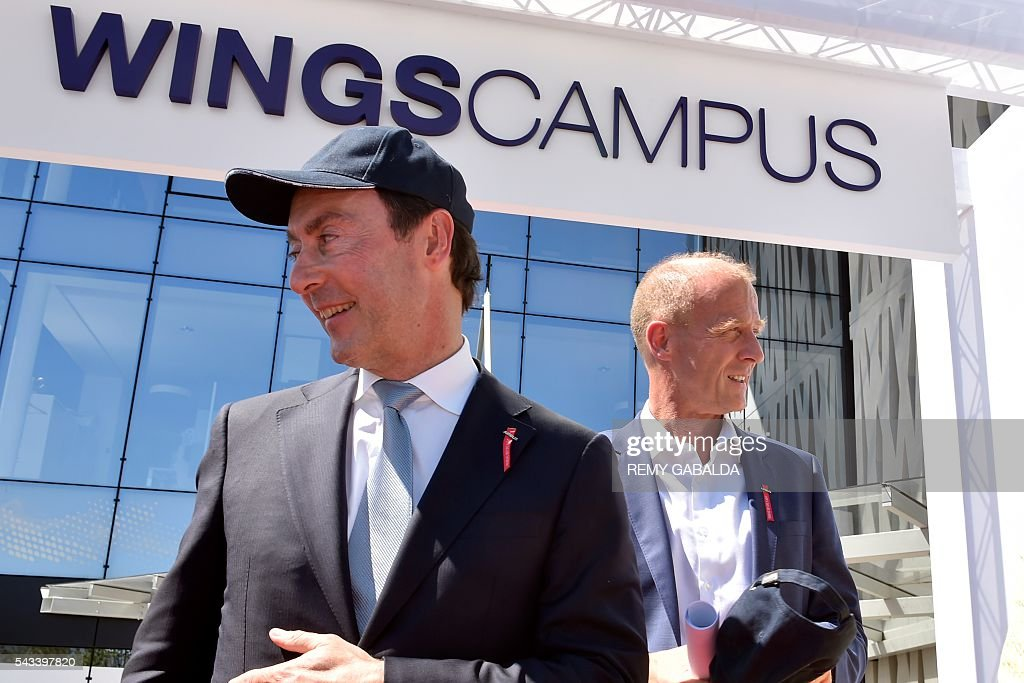 Airbus Group President and Chief Executive Officer Fabrice Bregier (L) and CEO Tom Enders arrive for the inauguration ceremony of the new headquarters of Airbus Group on June 28, 2016 in Blagnac, on the outskirts of Toulouse. President / AFP / Rémy GABALDA