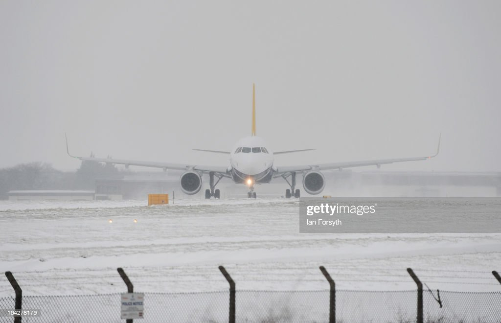 Aircaft prepare to leave Leeds Bradford airport during a heavy snow storm on March 22, 2013 in Yorkshire, United Kingdom. Heavy snow is causing disruption to transport and schools across the UK in the coldest March the country has seen for decades, with no sign of the warm spring weather that Britain enjoyed this time last year. Homes have been left without power in Northern Ireland, airports shut and flooding in parts of Devon and Cornwall. (Photo by Ian Forsyth/Getty Images)s)
