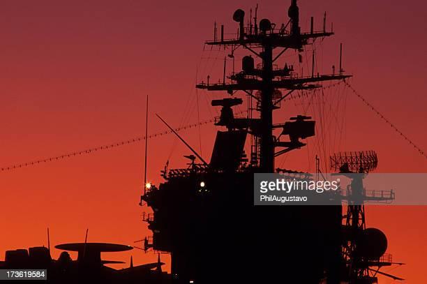 航空母艦の夕暮れ