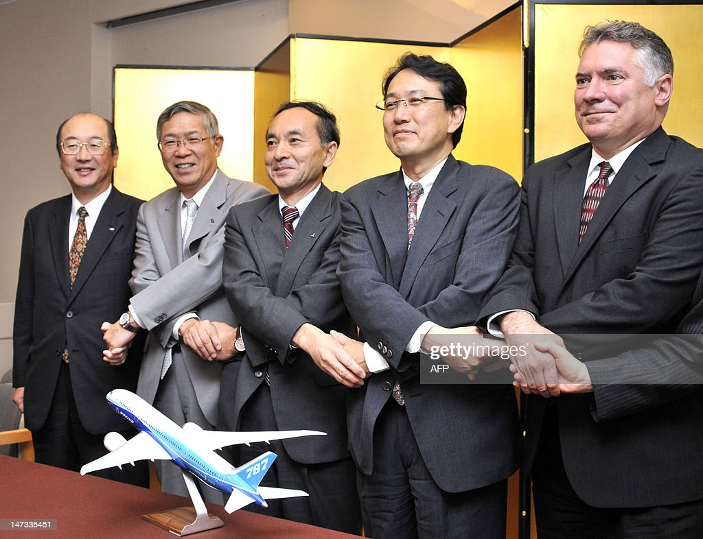 US aircraft giant Boeing vice president Matthew Ganz (R) shakes hands with Tokyo University professor Yoshiaki Nakano (2nd R) and executives of Japanese aircraft manufacturer, Takashi Kobayashi (C) of Mitsubishi Heavy Industries, Shigeru Murayama (2nd L) of Kawasaki Heavy Industries and Hisashi Nagano (L) from Fuji Heavy Industries, at a press conference in Tokyo on June 28, 2012. The group said they formed a consortium to study the manufacturing of their aircraft. AFP PHOTO / Rie ISHII