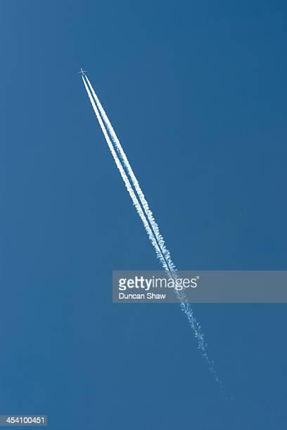 Aircraft vapour trail