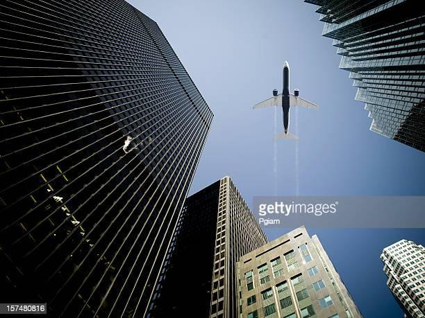 Les voyages aériens par des bâtiments dans le quartier financier