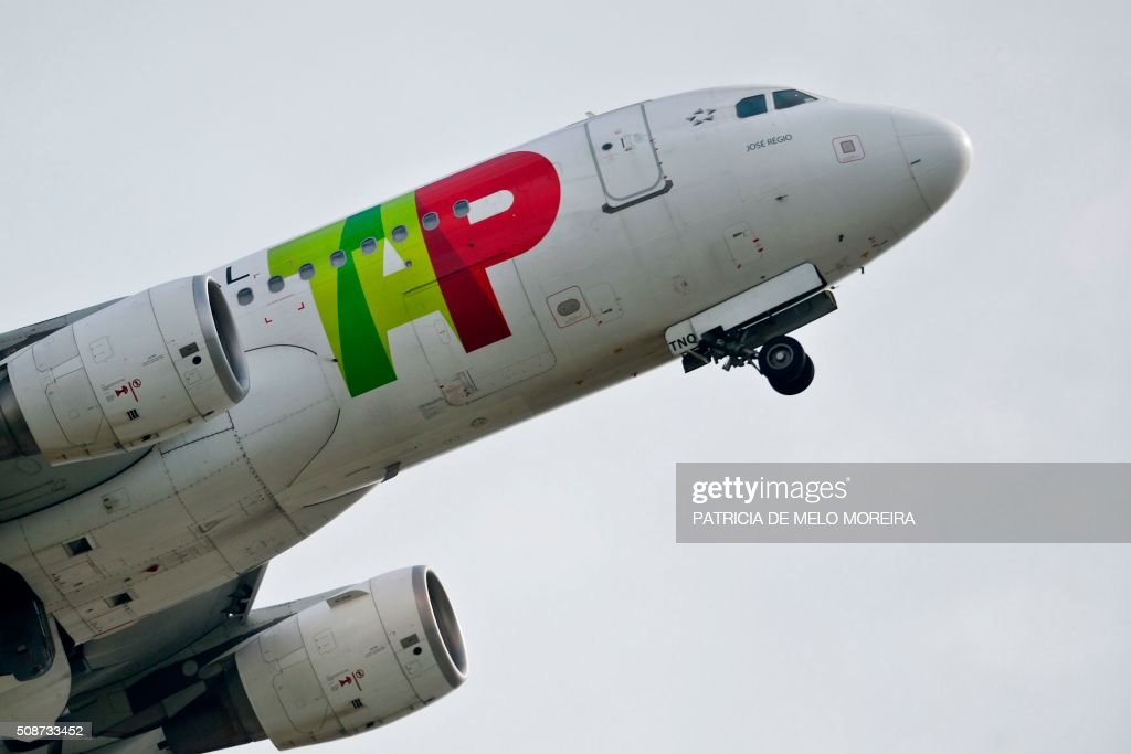 A TAP airline's plane takes off at Lisbon's Airport on February 6, 2016. Portugal's new Socialist government said Saturday it had lifted its stake in TAP to 50 percent from 39 percent in line with a manifesto pledge targeting re-nationalisation. AFP PHOTO / PATRICIA DE MELO MOREIRA / AFP / PATRICIA DE MELO MOREIRA
