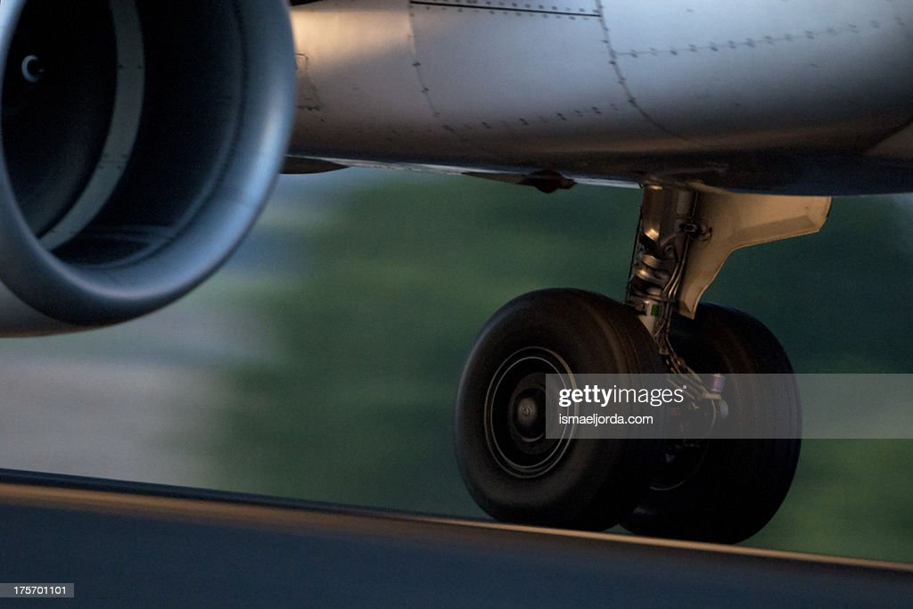 Airplain landing (2011)