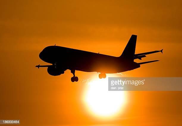 Flugzeug, vor der Sonne