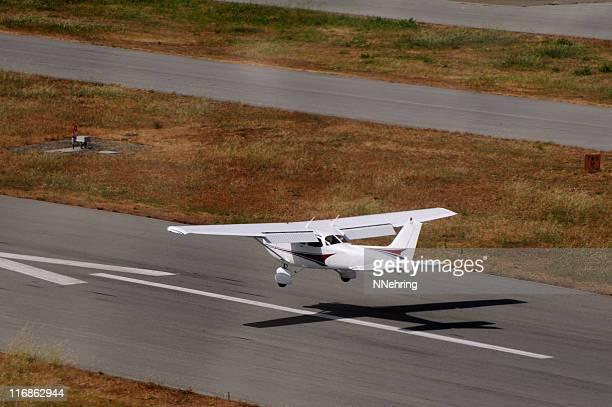 Avion atterrissant Cessna 172