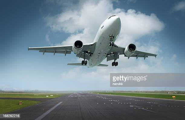 Avion atterrissant