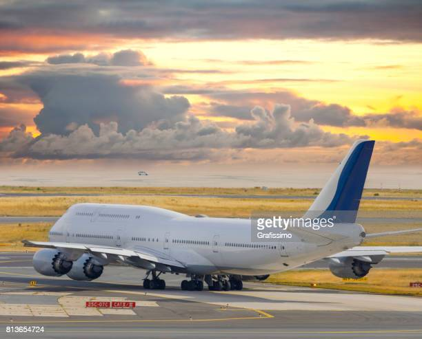 Flugzeug stehen bereit für Flugplatz abheben am Frankfurter Flughafen
