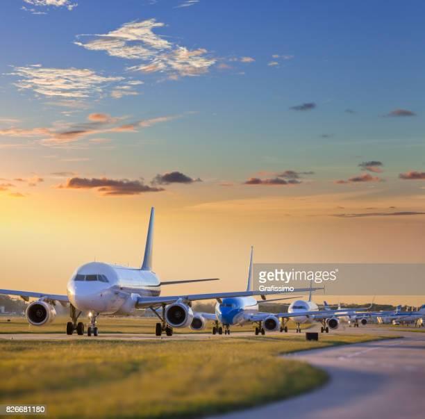 Flugzeug stehen am Flugplatz warten abheben am Flughafen Buenos Aires Argentinien