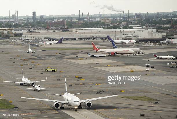 Airplanes are seen at Newark Liberty International Airport in Newark New Jersey May 15 2016 / AFP / SAUL LOEB