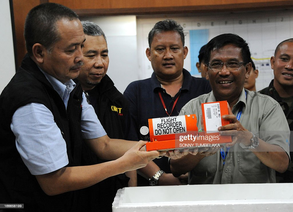 Airport authorities hold up a Cockpit Voice Recorder (CVR) of Lion Air Boeing 737 for journalists during a press conference at Ngurah Rai airport in Denpasar on Indonesia's resort island of Bali on April 15, 2013. The pilot and co-pilot of a Lion Air plane that crashed at Bali's airport have passed initial drug tests, an official said on April 15, as investigators probe the causes of the accident that left dozens injured but no fatalities.