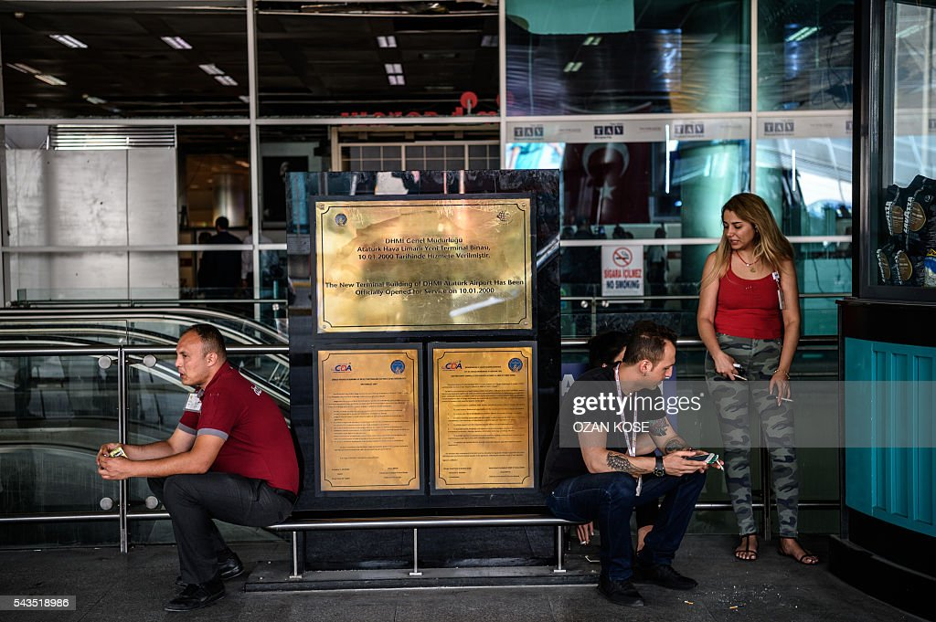 Airport employees wait on June 29, 2016 at Ataturk International airport in Istanbul, a day after a suicide bombing and gun attack targeted Istanbul's airport, killing at least 36 people. A triple suicide bombing and gun attack that occurred on June 28, 2016 at Istanbul's Ataturk airport has killed at least 36 people, including foreigners, with Turkey's prime minister saying early signs pointed to an assault by the Islamic State group. / AFP / OZAN