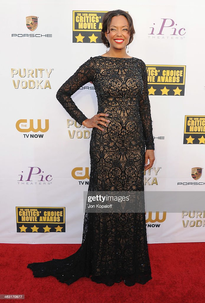 <a gi-track='captionPersonalityLinkClicked' href=/galleries/search?phrase=Aisha+Tyler&family=editorial&specificpeople=202262 ng-click='$event.stopPropagation()'>Aisha Tyler</a> arrives at the 19th Annual Critics' Choice Movie Awards at Barker Hangar on January 16, 2014 in Santa Monica, California.