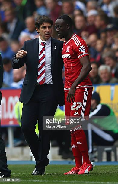 Aitor Karanka manager of Middlesbrough talks with Albert Adomah during the Sky Bet Championship match between Reading and Middlesbrough at Madejski...