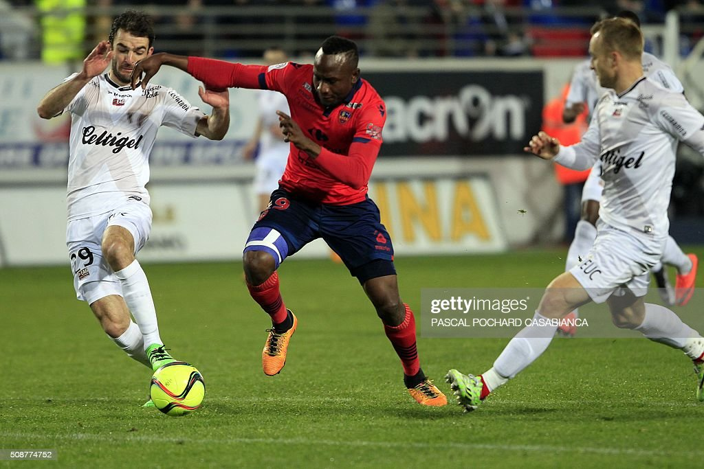Ajaccio's Cameroonian forward Jacques Zoua vies with Guingamp's French midfielder Christophe Kerbrat during the L1 football match Gazelec Ajaccio (GFCA) against Guingamp (EAG) on February 6, 2016, at the Ange Casanova stadium in Ajaccio, on the French Mediterranean island of Corsica. AFP PHOTO / PASCAL POCHARD-CASABIANCA / AFP / PASCAL POCHARD CASABIANCA