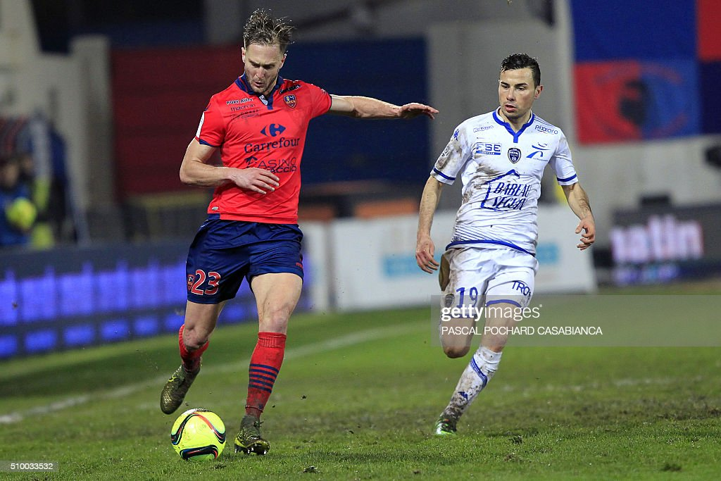 Ajaccio's Croatian midfielder Damjan Djokovic (L) vies with Troyes' French midfielder Karim Azamoum during the French L1 football match between Gazelec Ajaccio (GFCA) and Troyes (ESTAC) on February 13, 2016, at the Ange Casanova stadium in Ajaccio, on the French Mediterranean island of Corsica. AFP PHOTO / PASCAL POCHARD-CASABIANCA / AFP / PASCAL POCHARD CASABIANCA